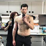 Billy Eichner quitándose el maquillaje del rodaje de 'AHS: Cult'