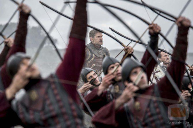 Jaime Lannister junto a los arqueros en el 7x04 de 'Juego de Tronos'