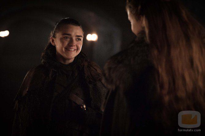 Arya Stark y Sansa Stark en el 7x04 de 'Juego de Tronos'