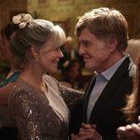 Los protagonistas de 'Nosotros en la noche', Louis Water y Addie Moore, bailan juntos