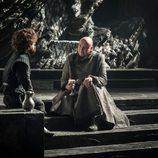 Tyrion Lannister y Varys charlan en el 7x05 de 'Juego de tronos'