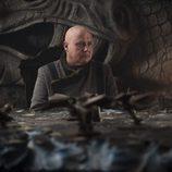 Varys aparece en la sala de estrategias en el 7x05 de 'Juego de tronos'