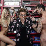 Oriana Marzoli y Luis Mateucci posan, desnudos, junto a Torito