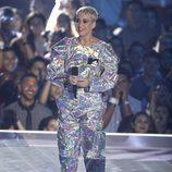 Katy Perry vestida de astronauta en la gala de los MTV VMA 2017