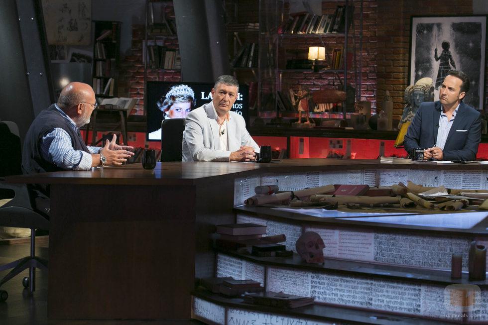 Iker jim nez en la mesa de 39 cuarto milenio 39 fotos formulatv for Cuarto milenio temporadas