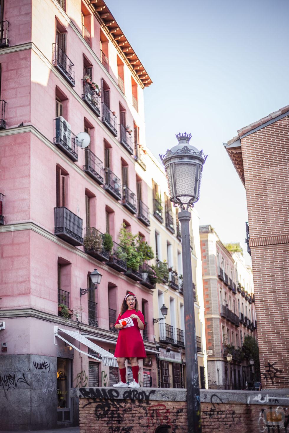 María Zamora en la Plaza Dos de Mayo en 'La chica de las series'