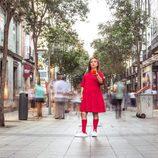 María Zamora en la calle Fuencarral de Madrid en 'La chica de las series'