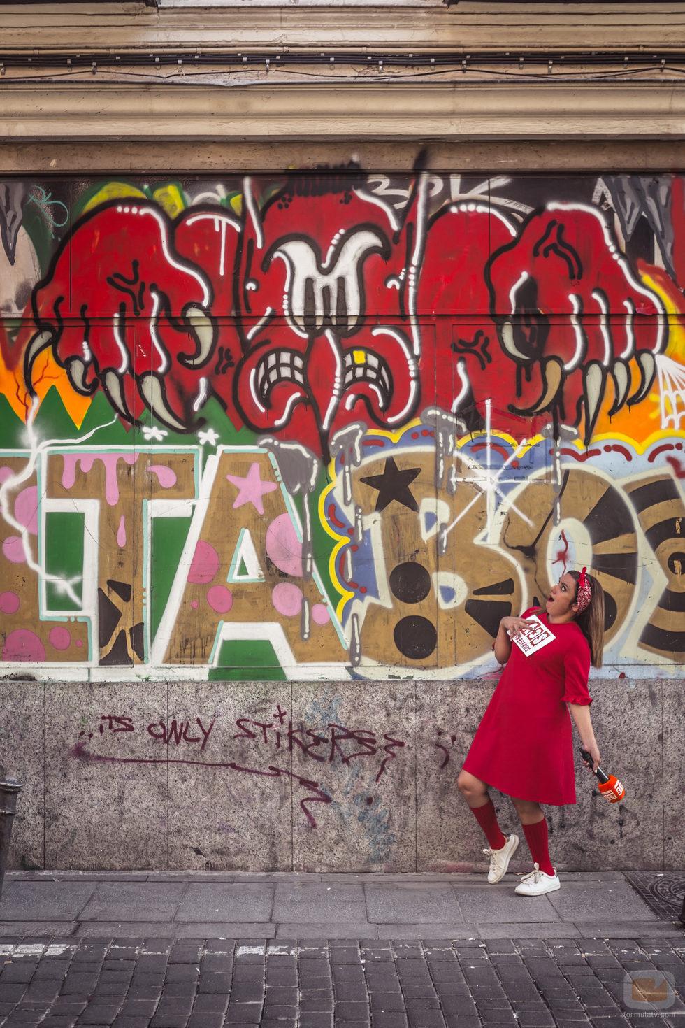 María Zamora por las calles de Madrid en 'La chica de las series'