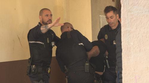 Policía nacional haciendo su trabajo en 'Héroes, más allá del deber'