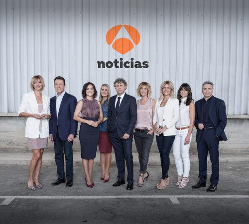 Imagen grupal de la nueva temporada de 'Antena 3 noticias'