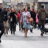Avelina pasea por la calle Preciados en 'Ella es tu padre'