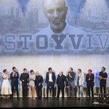 El elenco de 'Estoy vivo' aplaude a su creador, Daniel Écija, en la IX edición del FesTVal