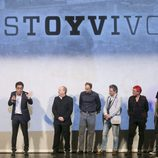 El equipo de 'Estoy vivo' y Pau Donés observan a Daniel Écija en el escenario del FesTVal