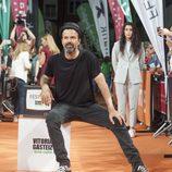 Daniel Écija, creador de 'Estoy vivo', habla en el escenario del FesTVal junto a dos de sus compañeros