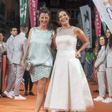Goizalde Núñez y Cristina Plazas posan en la alfombra naranja del FesTVal en el estreno de 'Estoy vivo'