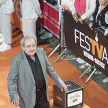 Zorion Eguileor posa en la alfombra naranja del FesTVal en el estreno de 'Estoy vivo'