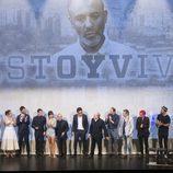 Los actores de 'Estoy vivo' aplauden a su creador, Daniel Écija, en la IX edición del FesTval