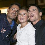 Alejo Sauras se hace un selfie con una niña en el estreno de 'Estoy vivo' en el FesTVal
