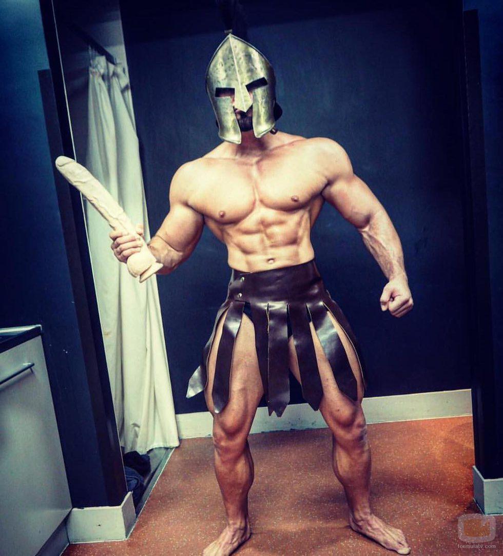 Rogan O'Connor, de 'La venganza de los ex' disfrazado de espartano