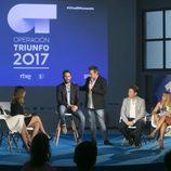 Mónica Naranjo, Manuel Martos, Joe Pérez-Orive y Noemí Galera junto a Roberto Leal y el resto del equipo de 'OT 2017'