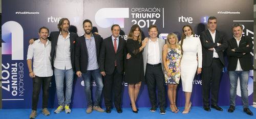 Manuel Martos, Joe Pérez-Orive, Roberto Leal, Noemí Galera y Mónica Naranjo posan en la presentación de 'OT 2017'