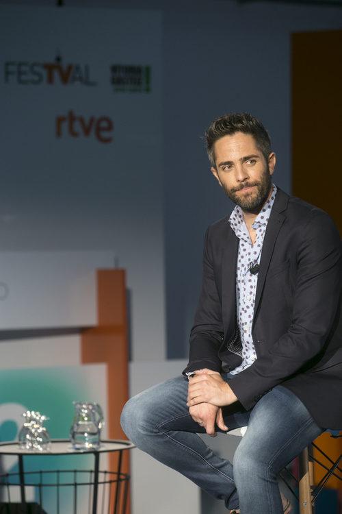 Roberto Leal sentado en la presentación de 'OT 2017' en el FesTVal