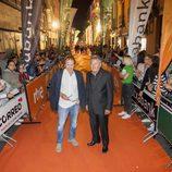 Juan Gea y Jaime Blanch, de la serie 'El 'Ministerio del Tiempo', en la alfombra naranja del FesTVal