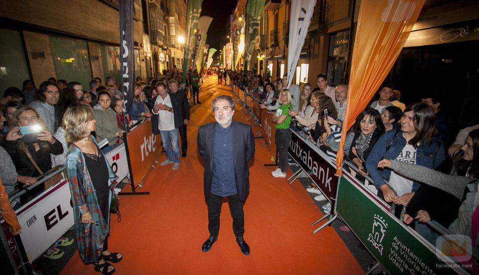 El creador de 'El Ministerio del Tiempo', Javier Olivares, en la alfombra naranja del FesTVal