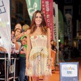 Macarena García posa en la alfombra naranja del FesTVal en la presentación de 'El Ministerio del Tiempo'