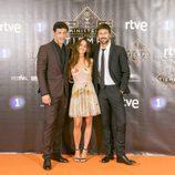 En el FesTVal, Nacho Fresneda, Macarena García y Hugo Silva, de 'El Ministerio del Tiempo', posan juntos