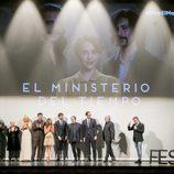 Actores de 'El Ministerio del Tiempo' con Javier Olivares en el escenario del FesTVal de Vitoria