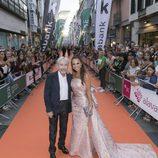 José Sacristán y Paula Echevarría posan juntos en la presentación de 'Velvet colección'