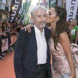 Paula Echevarría besando a José Sacristán, de 'Velvet colección', en el FesTVal