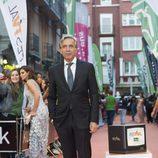 Imanol Arias posa en la presentación de 'Velvet colección' en el FesTVal