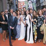 Los protagonistas de 'Velvet colección' posan juntos en la alfombra del FesTVal