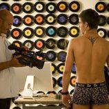 Cabano (Maxi Iglesias) desnudo