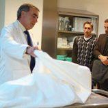 Martín Rivas y Luis Merlo en la morgue