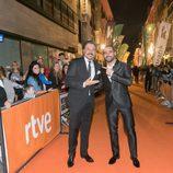 Carlos Bardem y Antonio Velázquez a su llegada a la alfombra naranja del FesTVal
