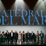 Los actores y el equipo de producción de 'Catedral del mar' en el FesTVal
