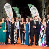 Equipo y reparto de 'La catedral del mar' en la alfombra naranja del FesTVal de Vitoria
