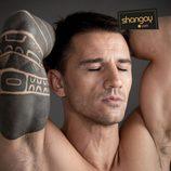 Juan Carlos Librado posa sensualmente para Shangay