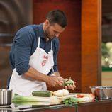 Saúl Craviotto cocinando en 'MasterChef Celebrity 2'