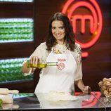 Silvia Abril posa con el delantal de 'MasterChef Celebrity 2'