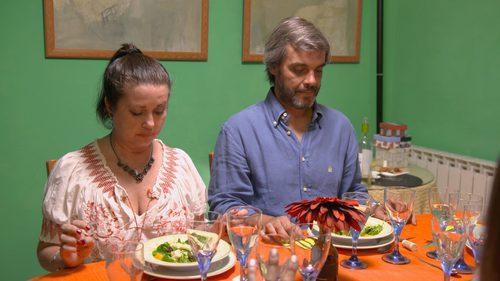 Dos comensales de 'Ven a cenar conmigo' en la mesa