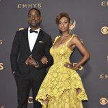 Sterling K. Brown y Ryan Michelle Bathe en los Premios Emmy 2017