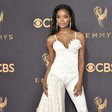 Ajiona Alexus posa en la alfombra roja de los Premios Emmy 2017