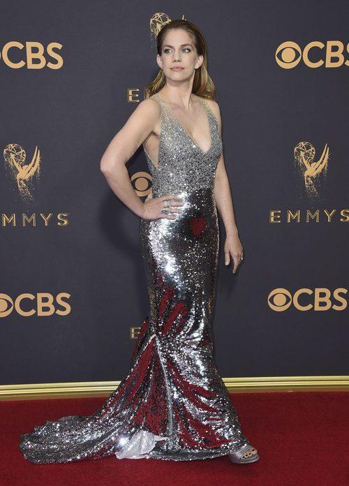 Anna Chlumsky en la alfombra roja de los Premios Emmy 2017