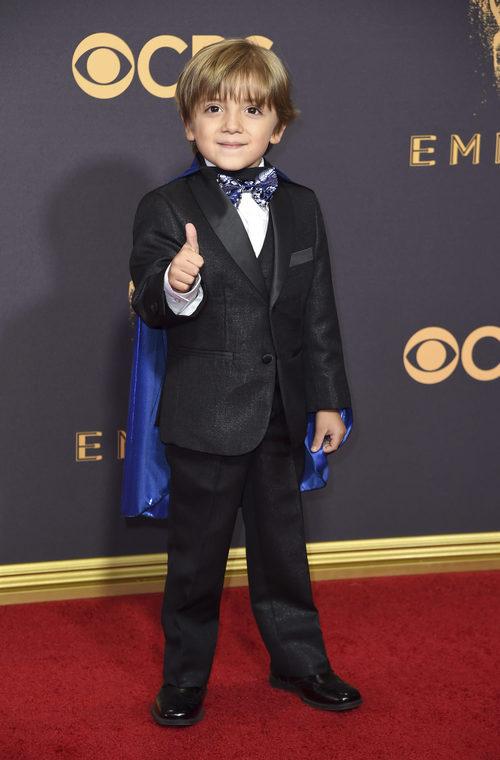 Jeremy Maguire en la alfombra roja de los Premios Emmy 2017