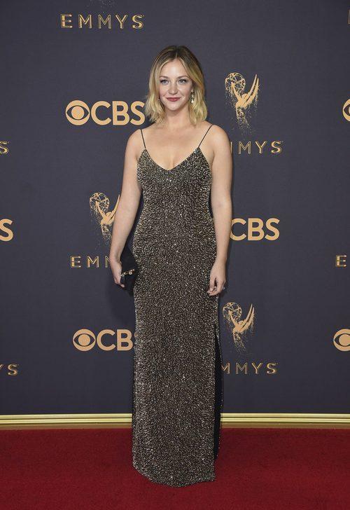 Abby Elliott en la alfombra roja de los Premios Emmy 2017