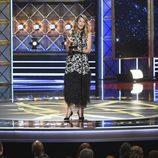 Laura Dern recoge el premio en los Emmy 2017